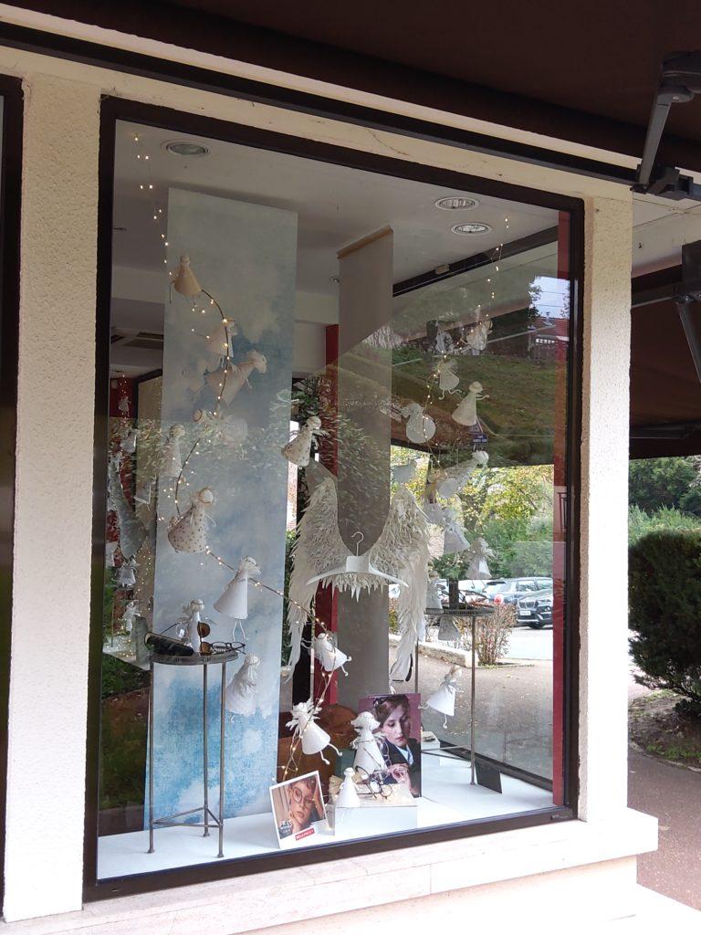 décoration-vitrine-noel-2020-les-anges-catherine-cardin-la-decotheque