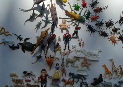 Vitrine-la-decotheque-theme-animaux-plastiques-coulisse2