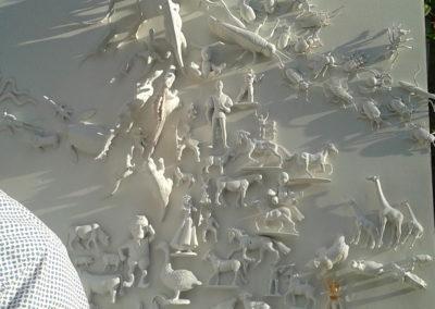 Vitrine-la-decotheque-theme-animaux-plastiques-coulisse1