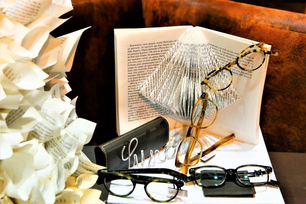 Vitrine-la-decotheque-theme-un-peu-de-lecture-sculpture-papier-lunor-a