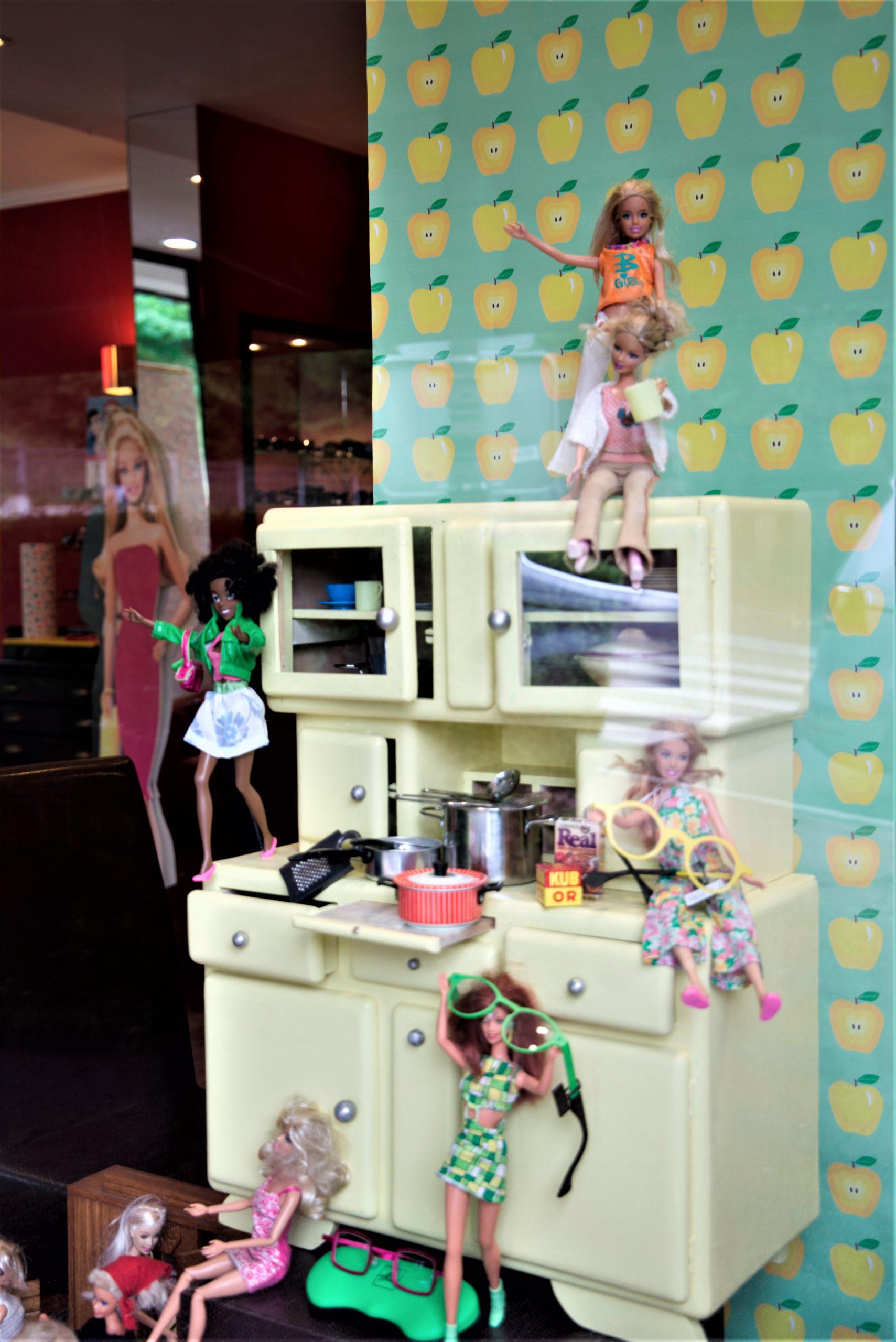 Vitrine-scène-cuisine2-Barbie-la-decotheque