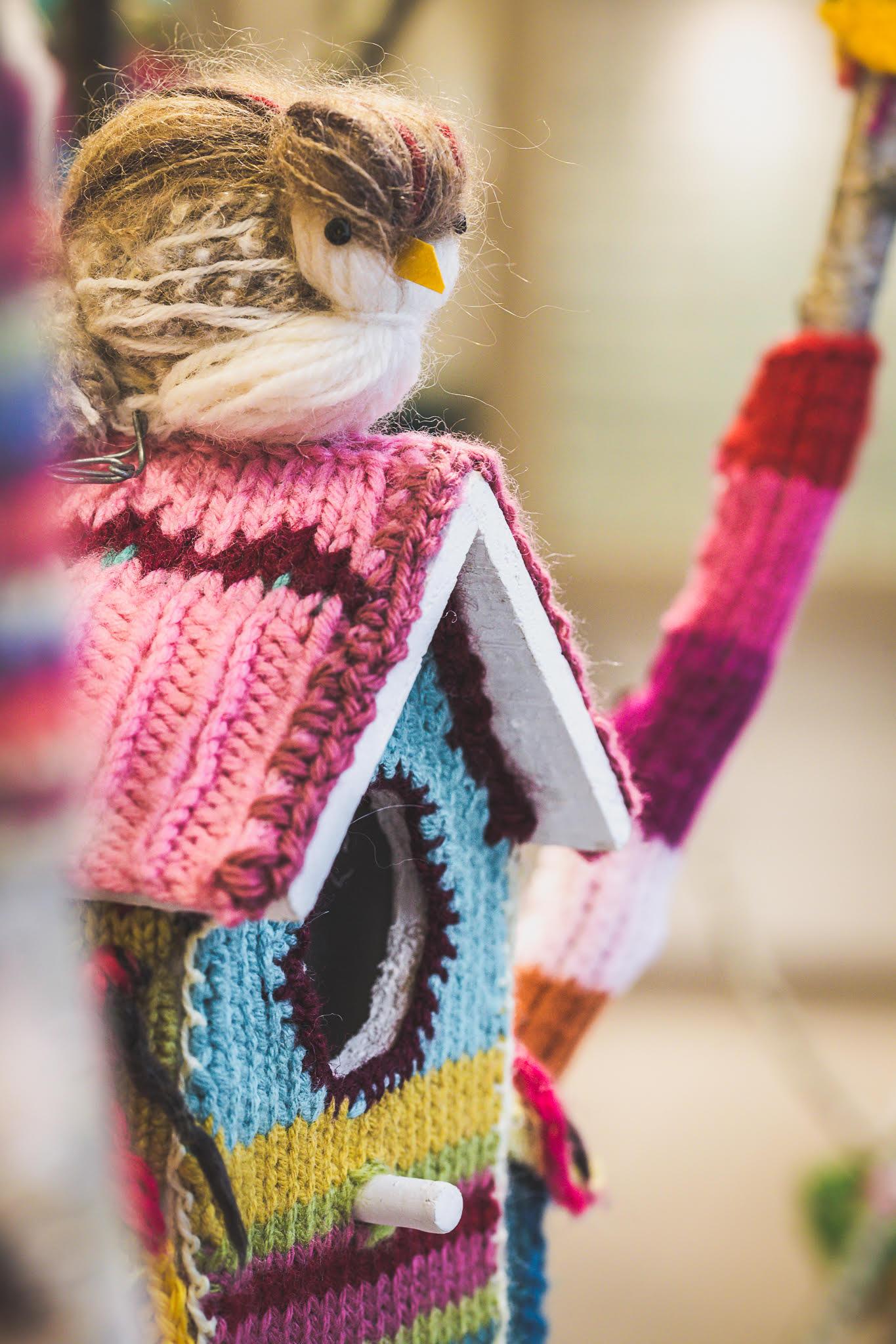 Le plus beau gros plan-Yarn Bombing-la-decotheque-catherine-Cardin