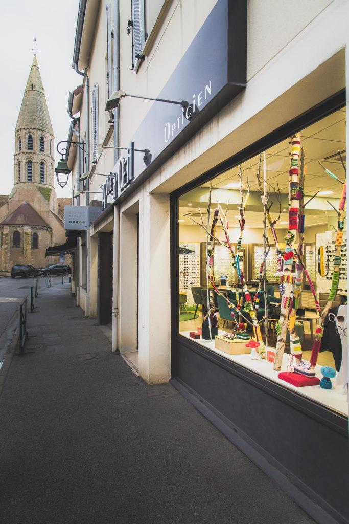 Facade Orgeval avec eglise-Yarn Bombing-la-decotheque-catherine-Cardin
