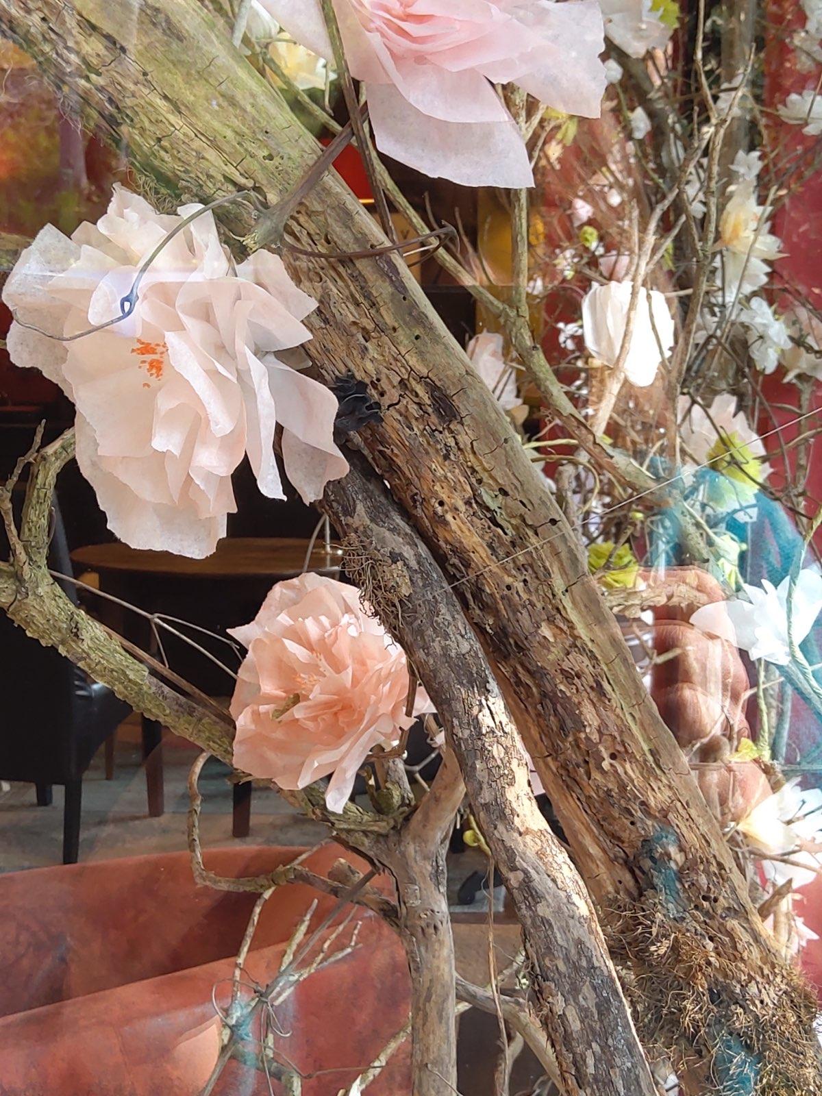 Vitrine fleur papier la decotheque Catherine Cardin